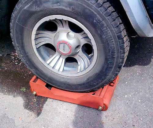 Подкатная тележка для автомобиля
